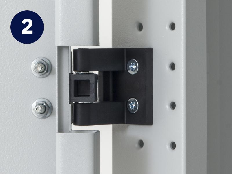 Flexibilní otevírání dveří stojanového rozvaděče Triton RMA